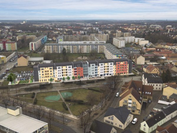 Luftbild - mit Gebäude
